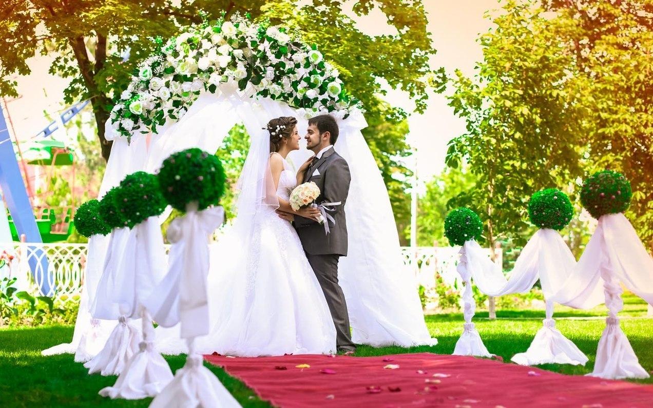 Выбор места и времени для проведения свадебного торжества.
