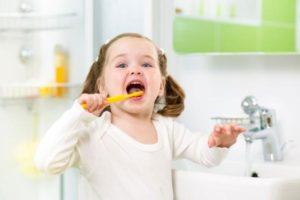 Pravilnyj uhod za molochnymi zubami. Sovety detskogo stomatologa.